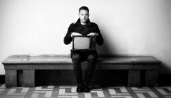 Hallgass bele Ákos új lemezébe – Idősziget