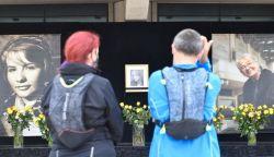 Így emlékeznek a Nemzeti Színház előtt Törőcsik Marira (FOTÓK)