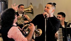 Komáromban indul a Boban Markovic Orkestar és Pápai Joci újévi örömkoncert-sorozata