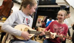 Hangszert a kézbe – Győrben próbálgathatod a hangszereket