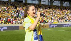 VIDEÓ: Egy kislány és tízezer DAC drukker énekelte a Nélküled-et (+ Lukács László kezdőrúgása )