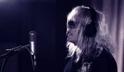 75 éves Kóbor János, az Omega énekese