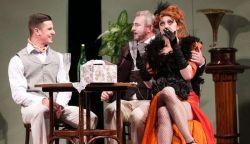 VIDEÓ: Élvezzük a Komáromi Jókai Színház bohózatát otthonról - Naftalin