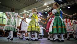 OTT VOLTUNK: Ilyen volt az első Szlovákiai Magyar Táncháztalálkozó