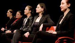 SZÍNHÁZI ELŐADÁS: Öt nő az Örkény István Színház színpadán - nőNYUGAT