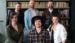 A felvidéki For You együttes a brit X-Factor versenyzőjével készített közös dalt - Right Beside You