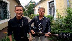 Újra Delhusa Gjonnal készített dalt és klipet Peter Srámek - Álomút