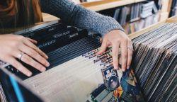 A nyolcvanas évek óta először előzte meg a vinyl lemezeladás a CD-t